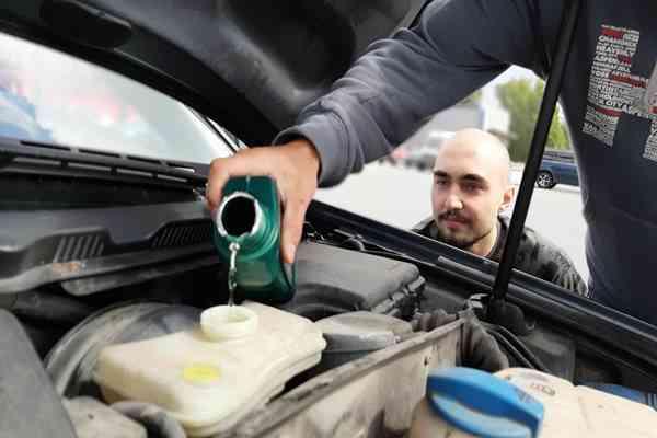 Jak często wymieniamy olej w samochodzie?